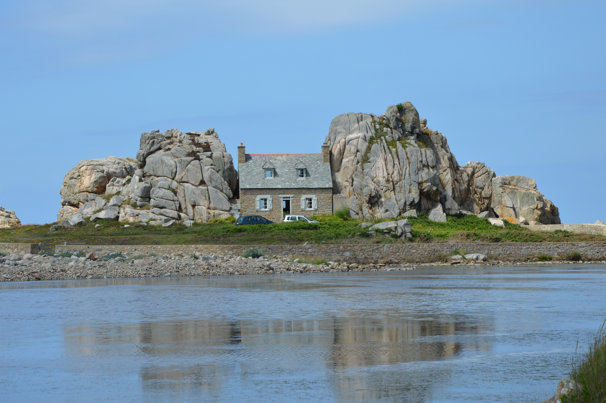 Plougrescant sa maison et son gouffre – Bretagne
