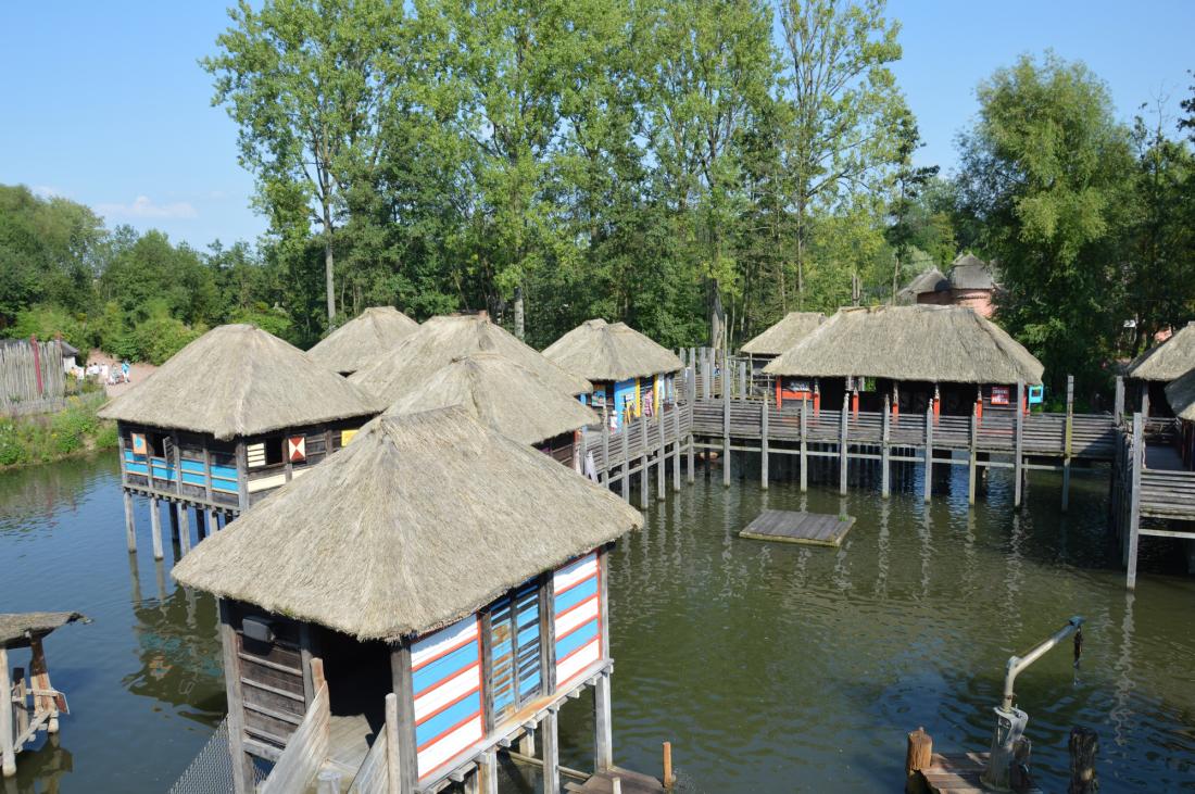 village-de-pecheurs-vue-du-bateau-merus-ergo-pairi-daiza